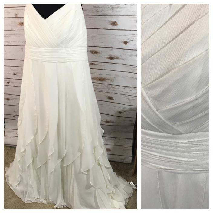 WOMENS PLUS SIZE BEACH WEDDING DRESS. BRIDAL GOWN. SIZE 24. DAVIDS BRIDAL