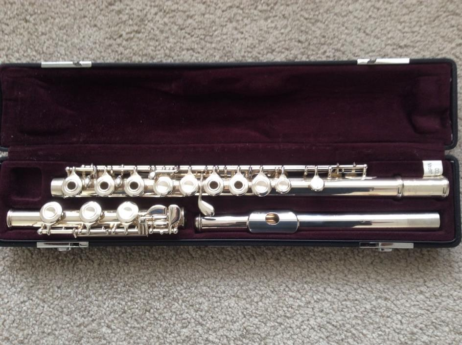 Yamaha YFL481 Solid Silver Flute Excellent