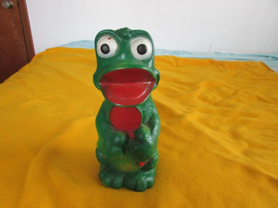 Vintage 1971 New York Vinyl Products Corp Large Plastic Green Frog Bank