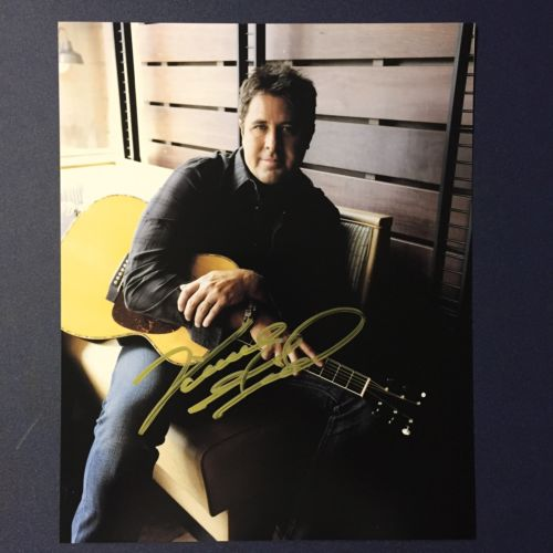 VINCE GILL HAND SIGNED 8x10 PHOTO COUNTRY MUSIC STAR LEGEND RARE AUTO W/ PROOF!