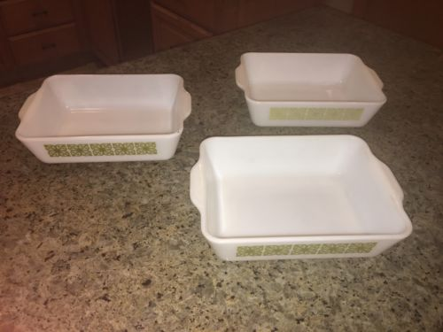 PYREX SET OF 3 VERDE SQUARE FLOWER PATTERN REFRIGERATOR DISHES - 1 1/2 At