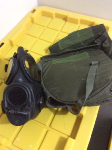 Vintage Medium Vietnam 70 2E8 US M17 gas mask Radio & Canteen Connection