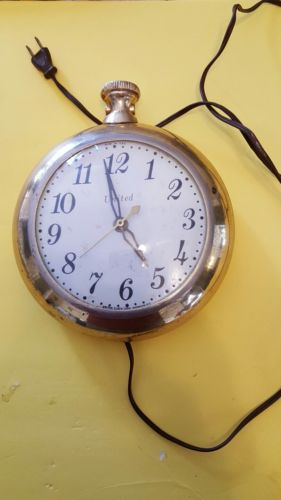 Vintage 1957 United Clock Corp # 370 Wall Clock brass Case Brooklyn New York
