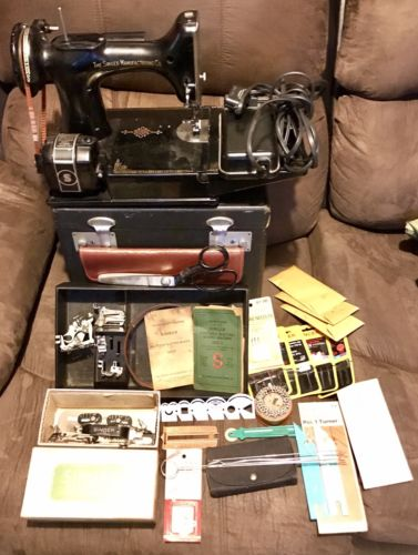 Early SINGER FEATHERWEIGHT 221 Sewing Machine!! Estate Find!