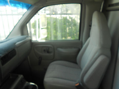 2001 Chevrolet box truck additional photos.