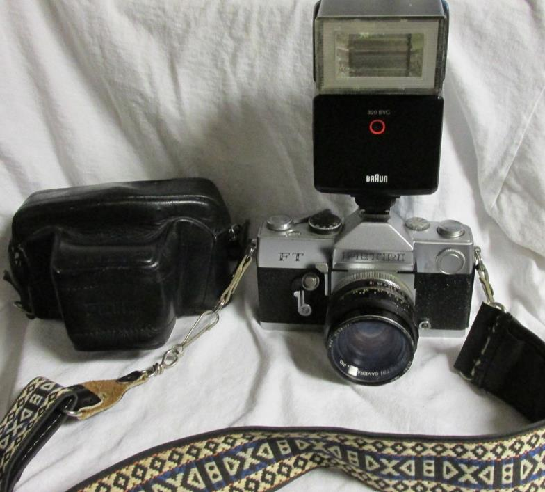 VINTAGE EARLY 1970s PETRI FT CAMERA w/ PETRI 55mm LENS & STRAP & CASE & BRAUN FL