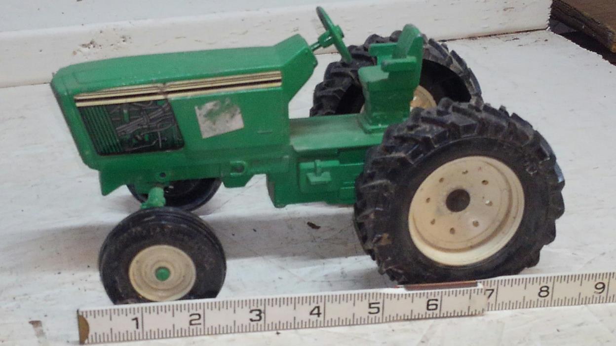 Ertl John Deere Tractor