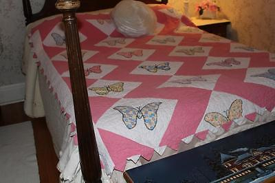 Beautiful Antique Handmade and stitched Butterfly Quilt Minty Condition