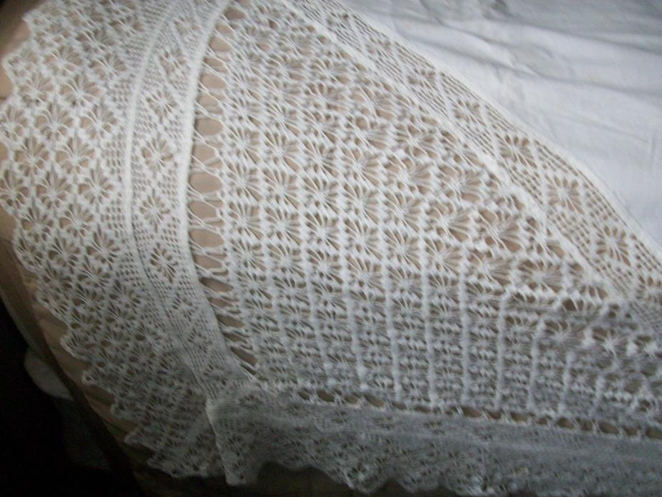BEAUTIFUL ANTIQUE VINTAGE DECORATIVE FLAT TOP SHEET ~ HAND CROCHET ~ 88