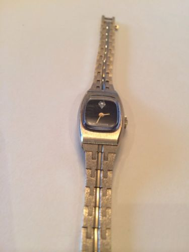 PRETTY WOMEN'S WITTNAUER VINTAGE WIND UP GOLD TONE WATCH  WITH SMALL DIAMOND!