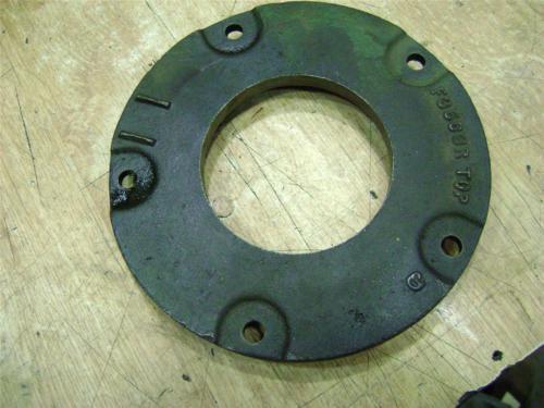 John Deere 720 730 Diesel Crankshaft oil slinger cover