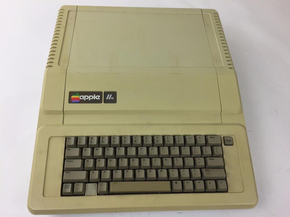 Apple IIe Computer A2S2064 VINTAGE