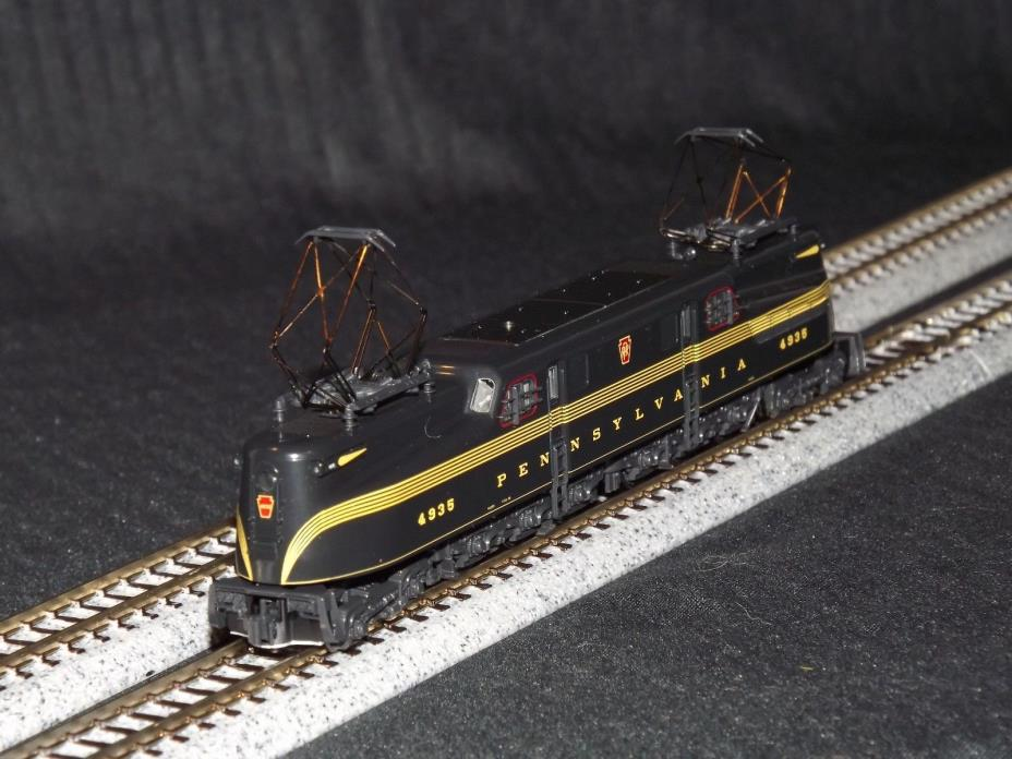 Kato N Scale 137-2001 PRR GG1 Locomotive / Engine #4935