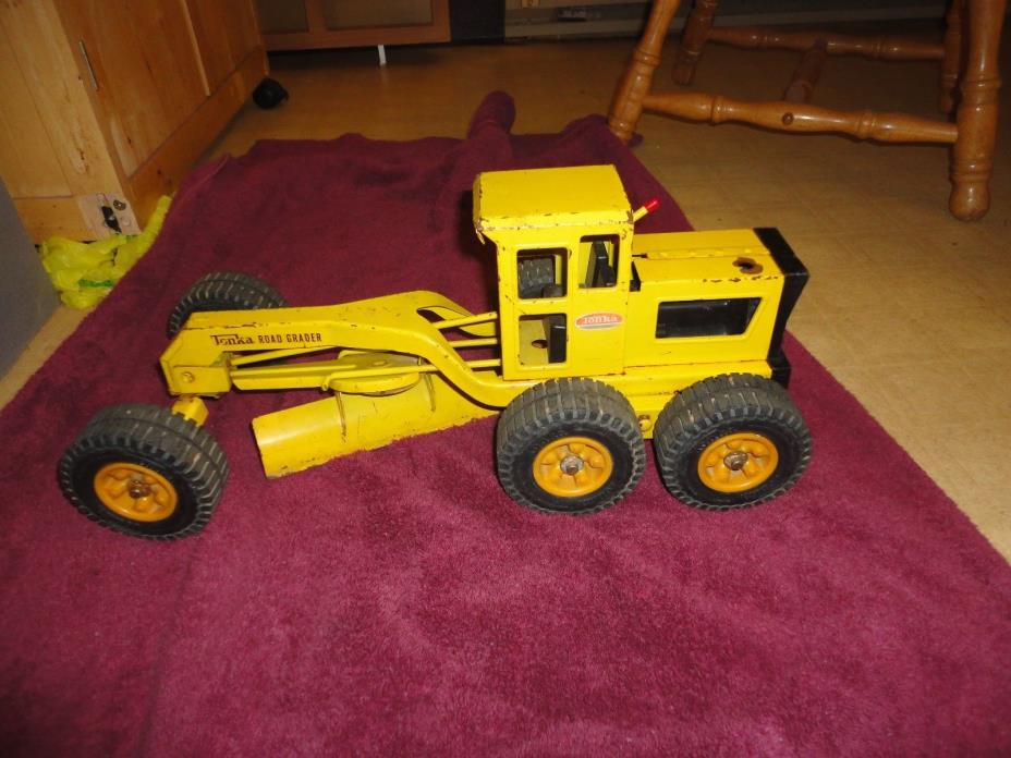 1950's Tonka Road Grader . Yellow. NICE ! Construction