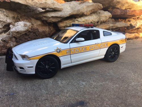 Custom 1/18 Illinois State Police Boss 302 Mustang Trooper Sheriff