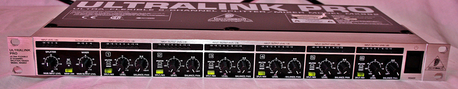 Behringer Ultralink Pro MX882 audio splitter/mixer