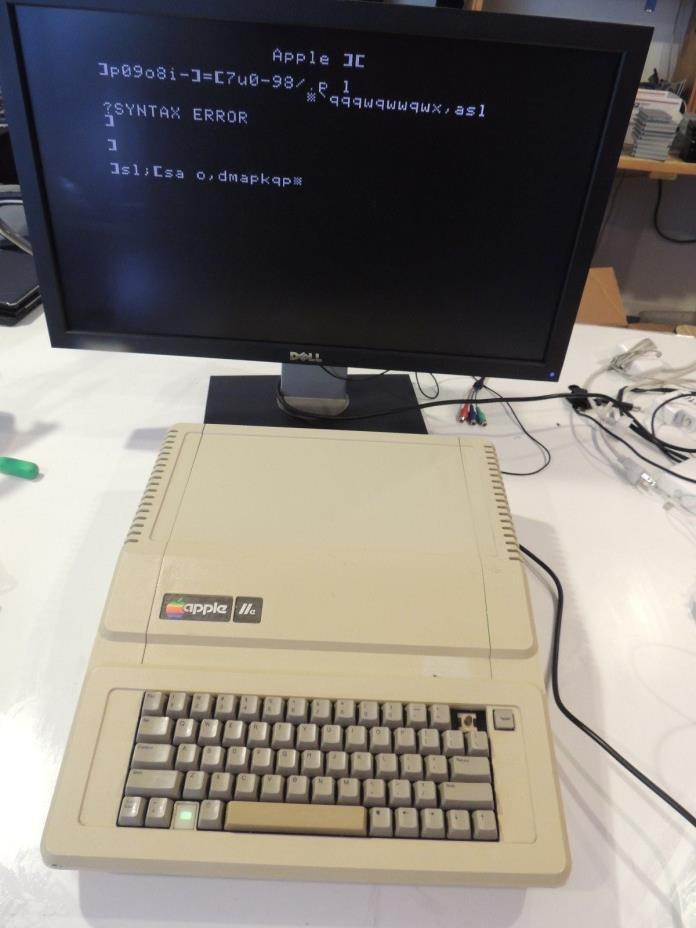 Apple IIe Computer A2S2064