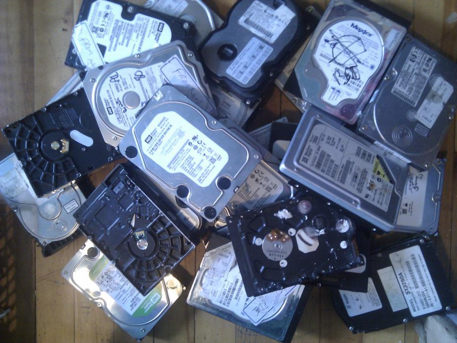 lot of 25 x 3.5 sata and ide hard drives for parts or magnets - AS IS