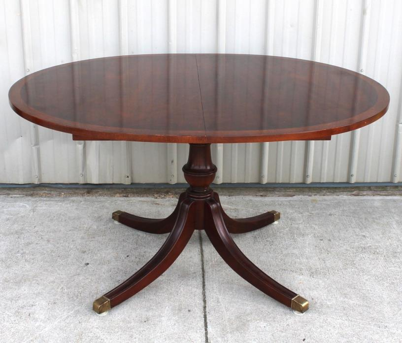 BAKER FURNITURE CO. MAHOGANY OVAL DINING ROOM TABLE W/2 18 IN LEAVES WITH APRONS