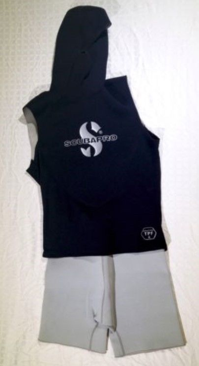 ScubaPro 2.5/0.5mm Hooded Diving Vest Medium with shorts