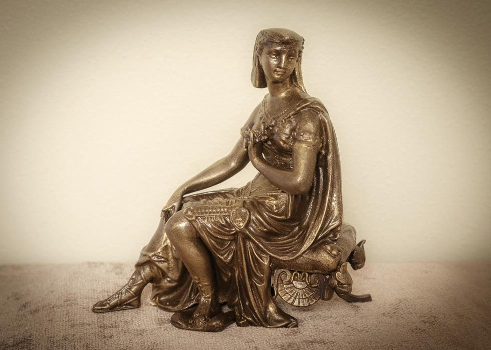 ANTIQUE SPELTER STATUE OF A ROMAN LADY CLOCK TOPPER
