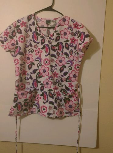 Women's 365 Work & Wear Scrubs White With Flowers, Size XS