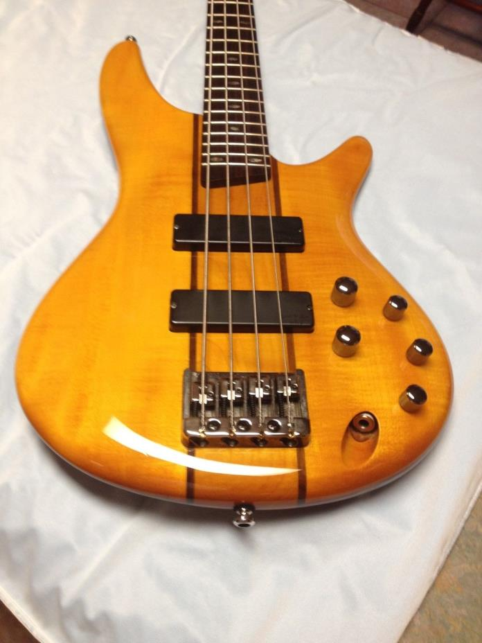 ibanez SR 700 bass guitar (honey)