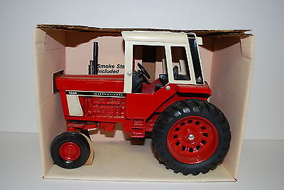 1/16 1586 International Harvester Tractor with Cab New in Box by Ertl