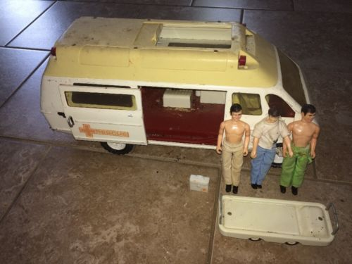 Vintage Tonka Rescue Ambulance Rescue Van Stretcher First aid Kit 3 Figurines
