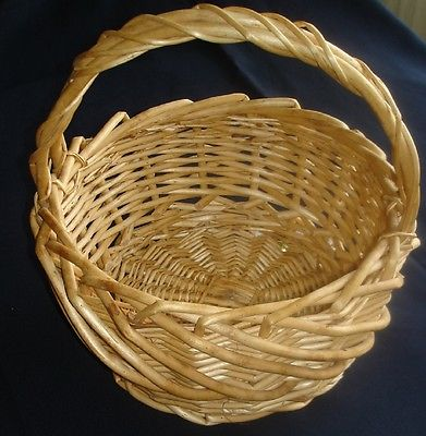 VINTAGE HEAVY LARGE WICKER BASKET WITH HANDLE