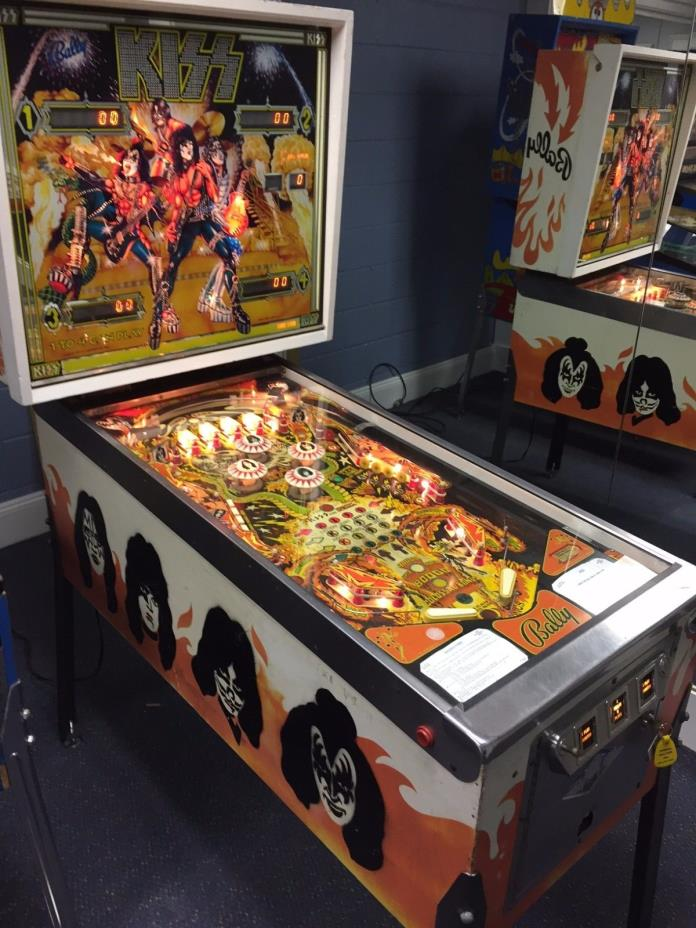 Vintage 1978 Bally Kiss Pinball Machine in Superb condition!