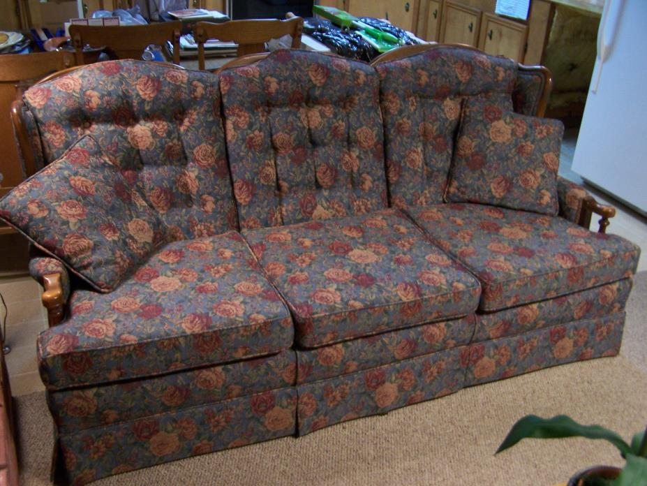 Early American Country Style Couch ~ Sofa ~ Maple