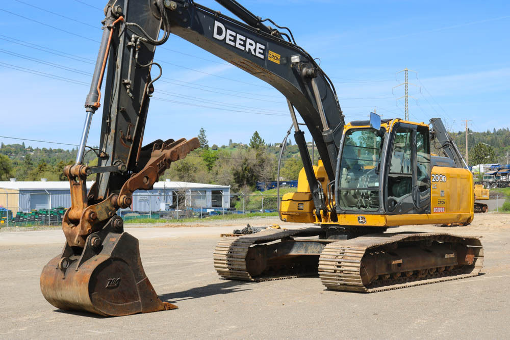 2011 DEERE 200D LC EXCAVATOR 4500HRS CAB HEAT/AC HYD THUMB QC AUX HYD