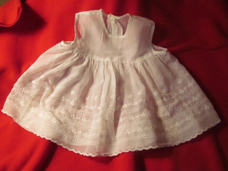 VINTAGE - WHITE Organza Cotton Appliqued Doll Dress – OLD