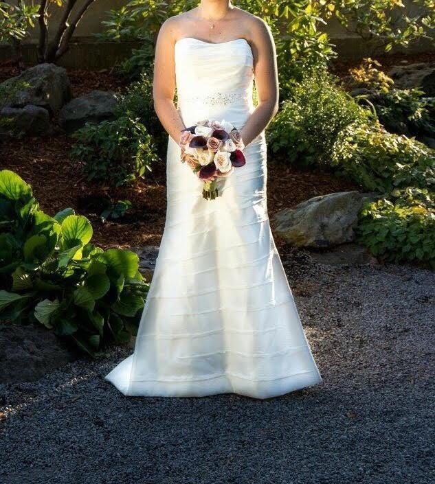 Beautiful Alfred Angelo A Line Wedding Dress Sweetheart Size 10 12