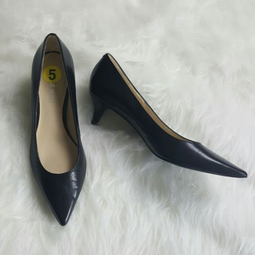 NINE WEST SIZE 5 leather upper low heel pumps