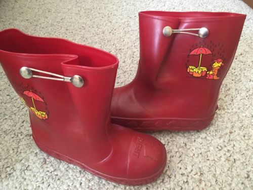 WINNIE THE POOH RUBBER RAIN BOOTS VINTAGE WALT DISNEY/RED SIZE 1-2!