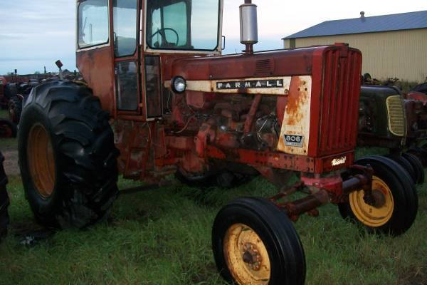 International Harvester 806 LP Gas Tractor