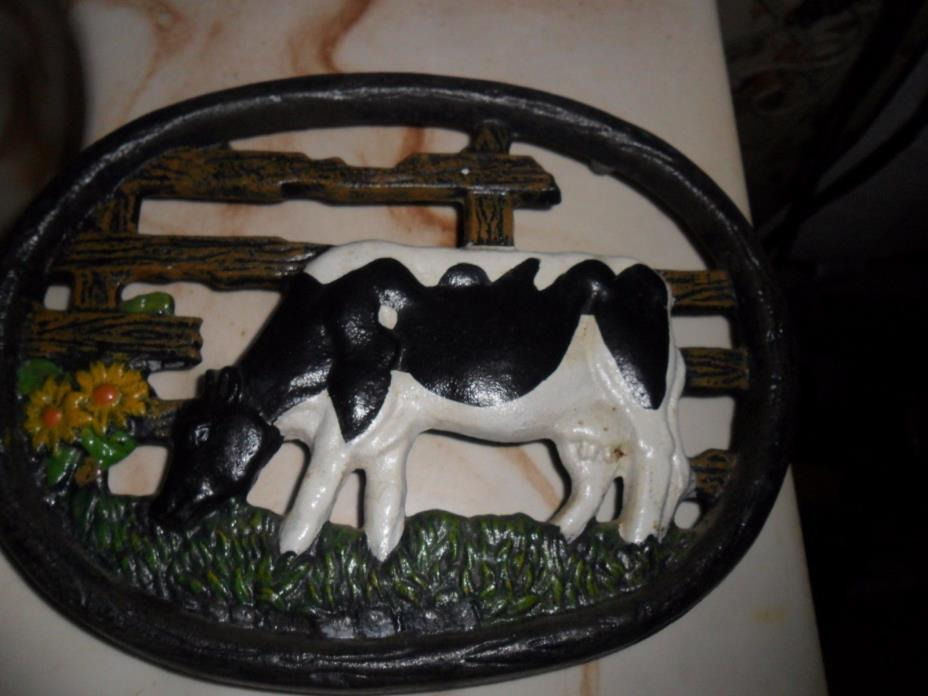 oval cow trivet about 6X8