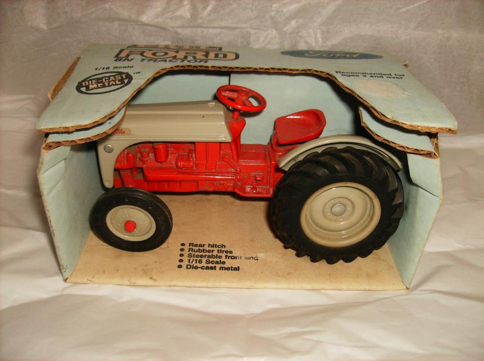 Ford 8N tractor 1/16 scale Vintage Ertl Co. NIB NW in Box 843-10DO