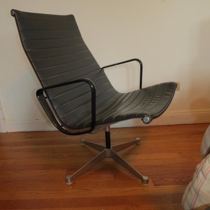 Vintage, Mid-century Modern, Original, Herman Miller Eames swivel lounge chair