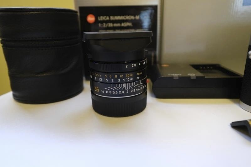 Leica Summicron-M 35mm f/2 Asph. Lens (Black) (11673)