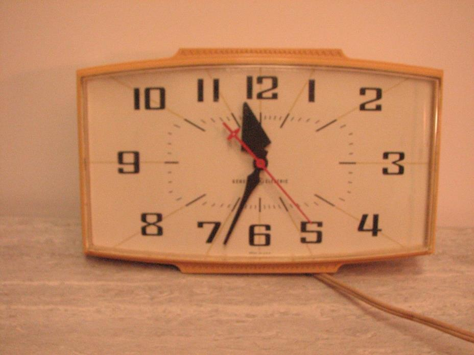 Vintaged GE electric small wall clock