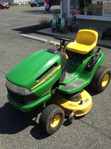 John Deere LA115 Lawn Tractor