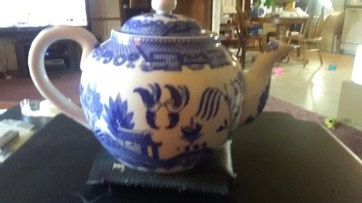 *ICE* LOVELY JAPANESE BLUE AND WHITE POTTERY TEAPOT
