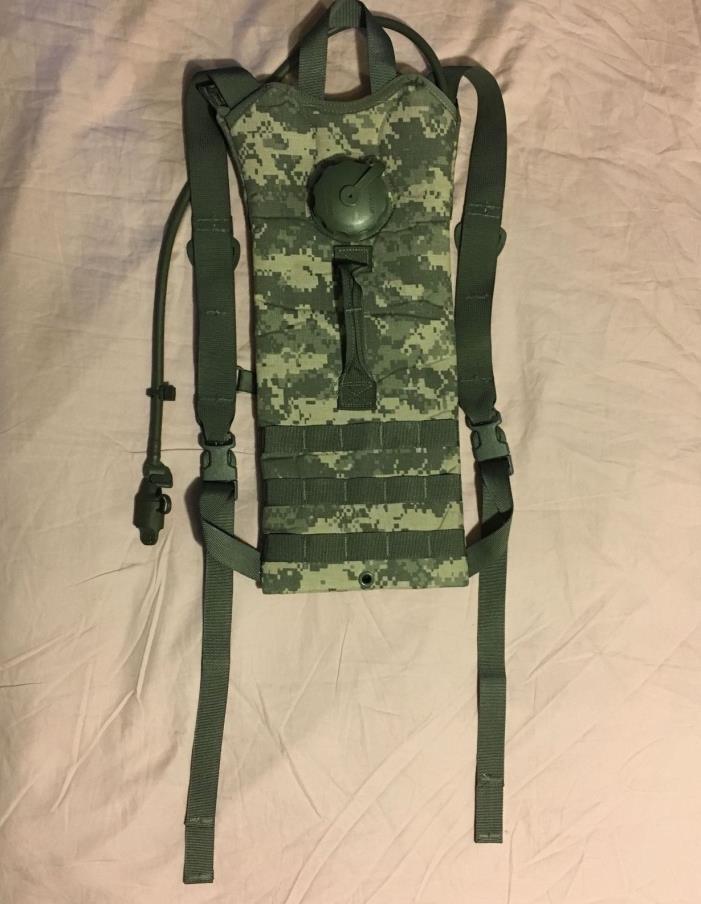 US Army ACU Water Hydration Carrier + 3 L Bladder Bag Back Pack USGI System