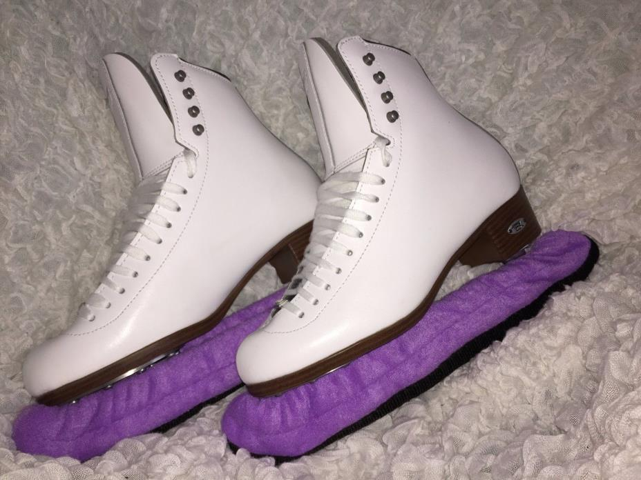 Women Riedell ice skates with blade