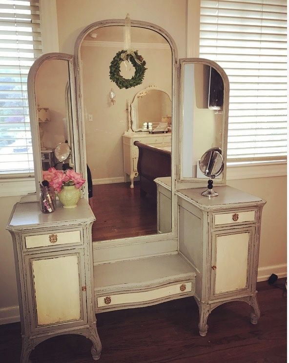 1920s French-Style Antique Vanity