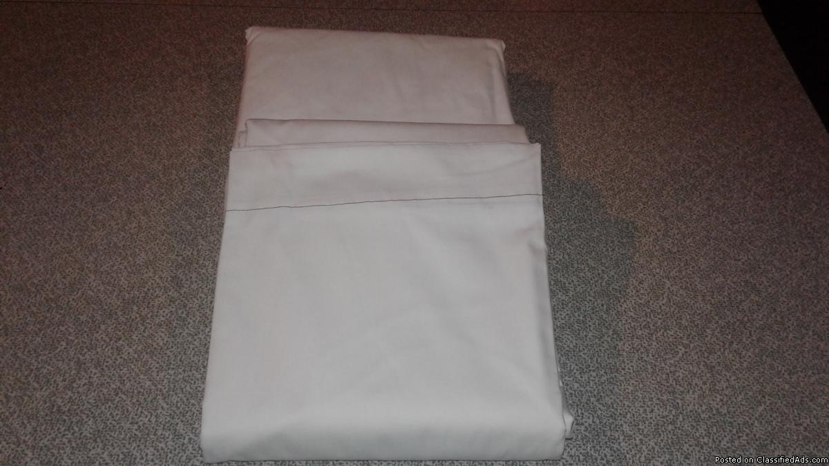 QUEEN WHITE FLAT TOP SHEETS-3/NEW