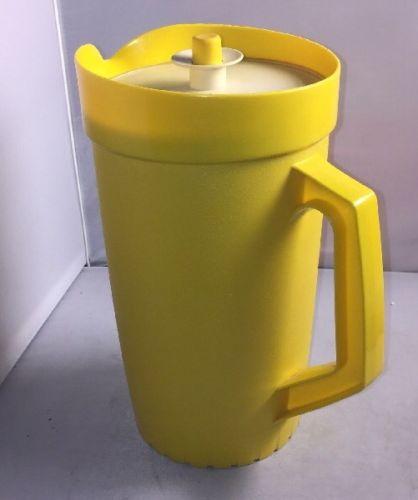 Vintage Yellow Tupperware 2quart Servalier Push Button Pitcher no 800